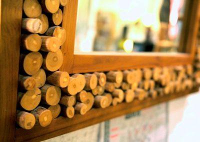 Miroir Kopi, 100x70, bois de Teck et bûchettes de caféier, détail