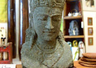 Statue Visage Shiva, pierre volcanique, 45 cm