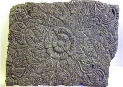 Dalle bas relief, pierre volcanique, 60x45 cm