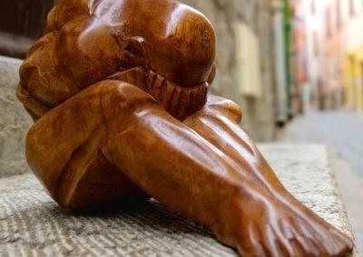 Yogi jambes allongées, bois de Suar, 20 cm de long