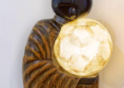 Lampe Monk, Albizia et Feuilles de Nacre, 33 cm x 25 cm