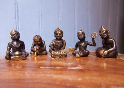 Ensemble de 5 musiciens de Gamelan, bronze à cire perdue, 7 cm